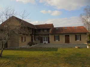 Villa on 7000m² at walking distance center of a market town