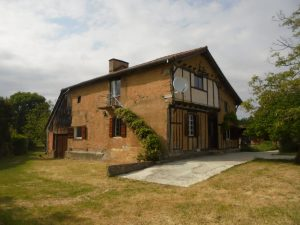 Very old charming farmhouse in a pretty garden of 3950m²