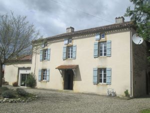 5 bedrooms renovated farmhouse with independent Gite
