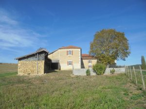 L-shaped farm house to modernise on 1.5Ha with a well.