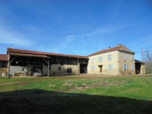 Old farmhouse with outbuildings on 37Ha