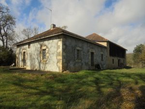Country house  with barn on 51Ha of fenced land with a 3000m² pond.