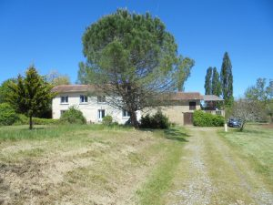 South facing renovated country house 125m² habitable on 1.1 Ha of land.