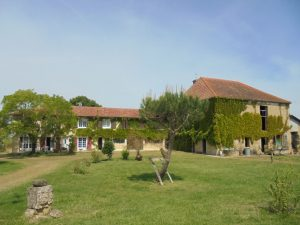 Maison de ferme and old farmhouse on 30Ha