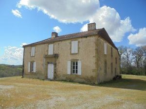 Old farm house(1867) to renovate + converted barn on 15 Ha of fenced land