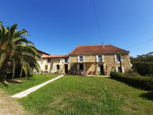 Large maison de campagne with stunning views at Pyrénées